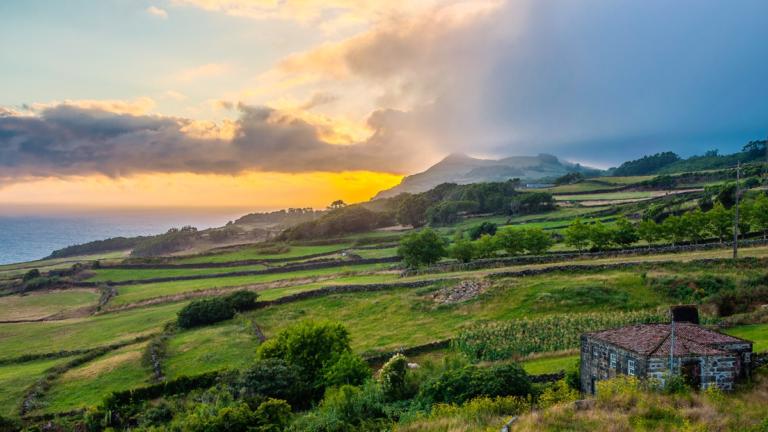 Paisagem da ilha de São Jorge, Explore São Jorge - foto: itinari